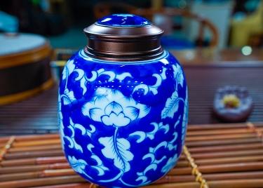 青花瓷茶叶罐